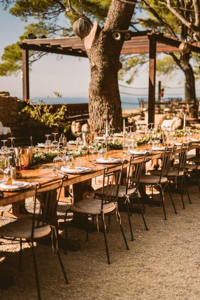Photo d'une table de mariage décorée en style banquet